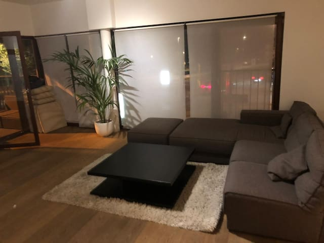 spacious appartment in centre Antwerp.Top location
