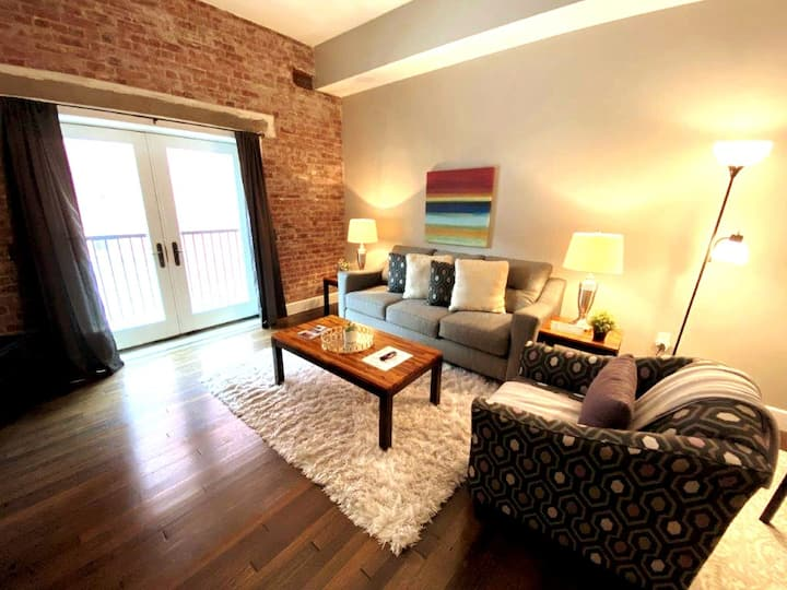 ✺ COZY and Just Steps from Monument Circle ✺