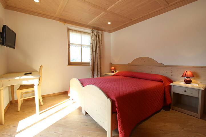 Alpine triple room in Cavalese - Dosso Veronza