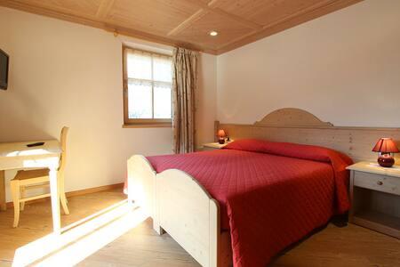 Alpine triple room in Cavalese - Dosso Veronza - Bed & Breakfast