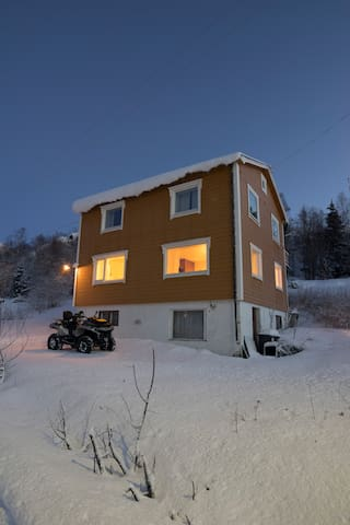 4 bedroom house in Skrolsvik,  Senja