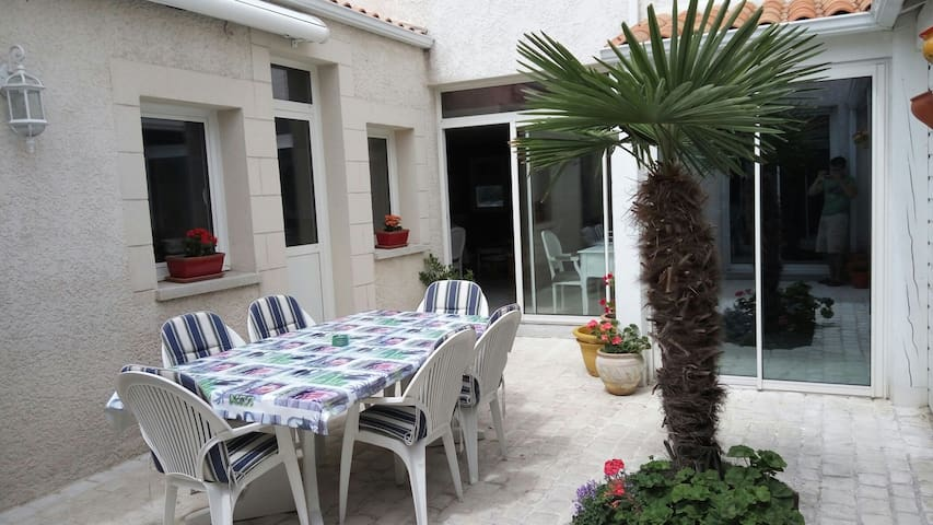 Charming home well located - La Rochelle - Rumah
