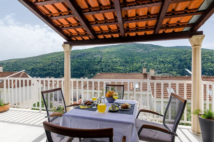 Apartment Silente - One Bedroom Apartment with Terrace and Partial Sea View