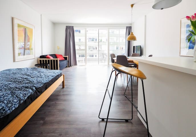 Studio apartment with balcony in vivid Vesterbro