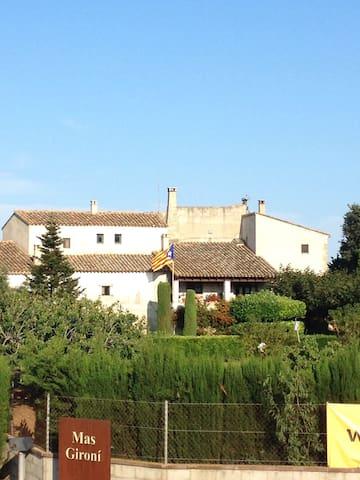 Habitació privada a Masia Catalana - Garrigàs - Pousada