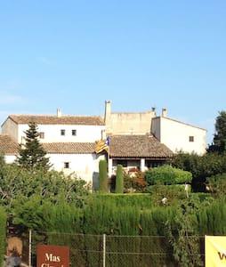 Habitació privada a Masia Catalana - Garrigàs