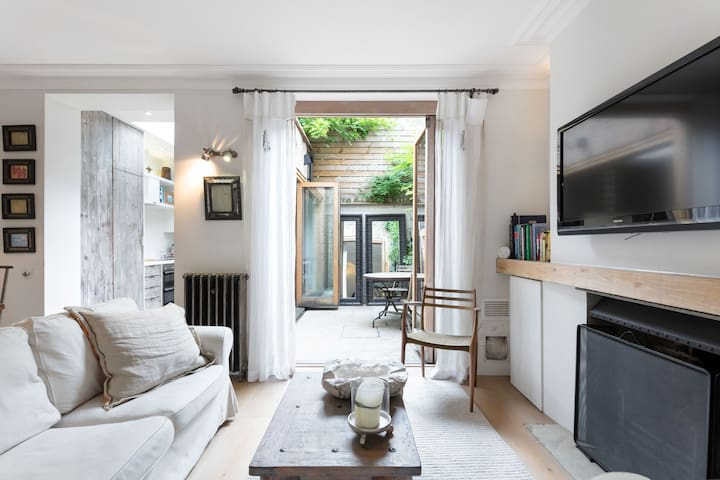 Retreat to a Stylish Flat in Chelsea