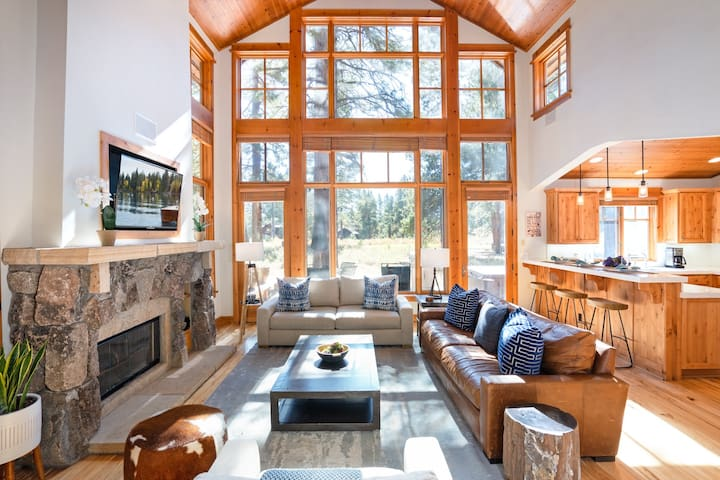 New Listing! Luxury 3 Bedroom Cabin in Old Greenwood - Walk to the Pavilion!