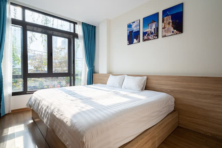 Modern 1 bedroom Apartment - 5 mins walk to beach