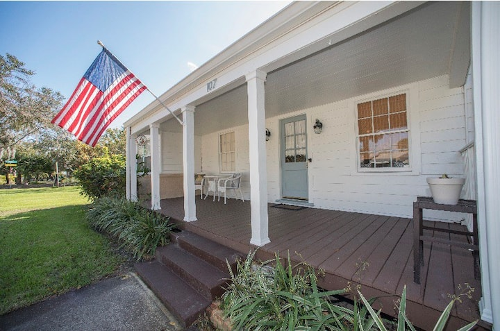 The White House - Historic 2br Downtown Melbourne