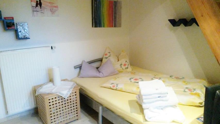 gepflegtes Zimmer für 1-2 Personen am Isarradweg - Gaißach - Dom