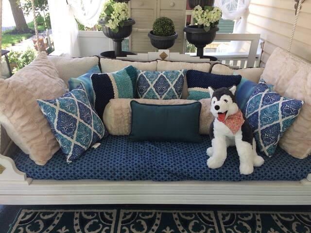 #6 Mama Bear Den & InnTwin OUTDOOR porch April-Sep