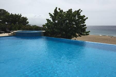 2 Bedroom Oceanfront Paradise - Sosúa