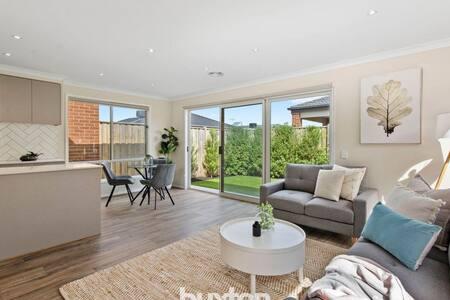 Beautiful, new home! Close to Barwon Heads/Torquay