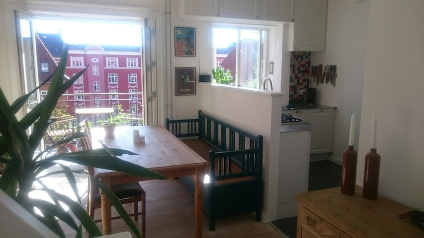 Dining room, with balcony