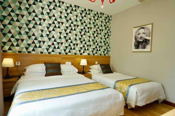 石老人海水浴场 极地 会展 含早餐 免费停车  独栋别墅单间双床家庭房102房间
