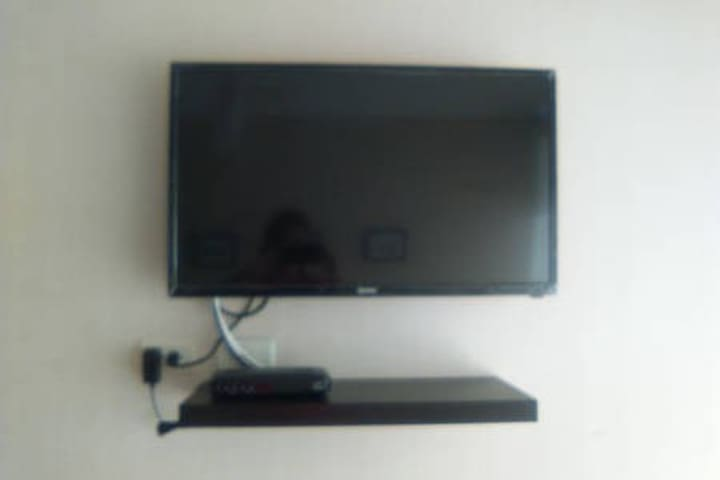 TV in bedroom, with cable.