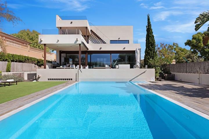 Luxury minimalist villa, pool, close to the beach