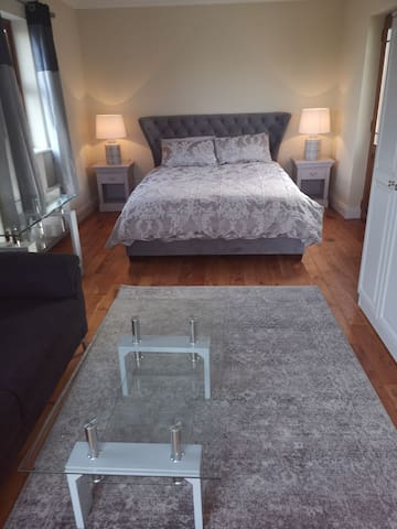 Large Delux king size bed