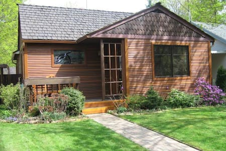 Amazing cottage downtown CDA.  Perfect for couples - Coeur d'Alene
