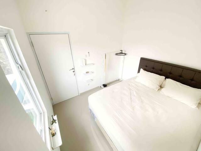 Kamar Tidur lantai 2 king size bed ( bedroom )