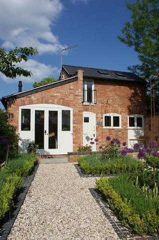 Fernleigh Coach House, Stratford-upon-Avon - Tiddington - House