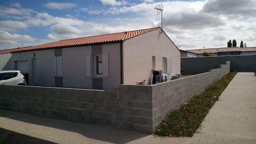 Maison à 6km de la mer et 20mn de La Rochelle