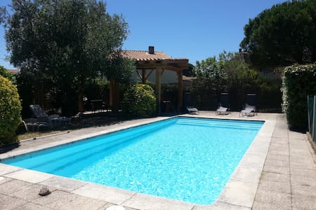 Villa piscine privative au coeur de Carcassonne - การ์กาซอน - วิลล่า