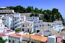 Enjoy the charm of a traditional Pueblo Blanco (White Village) in Andalucía