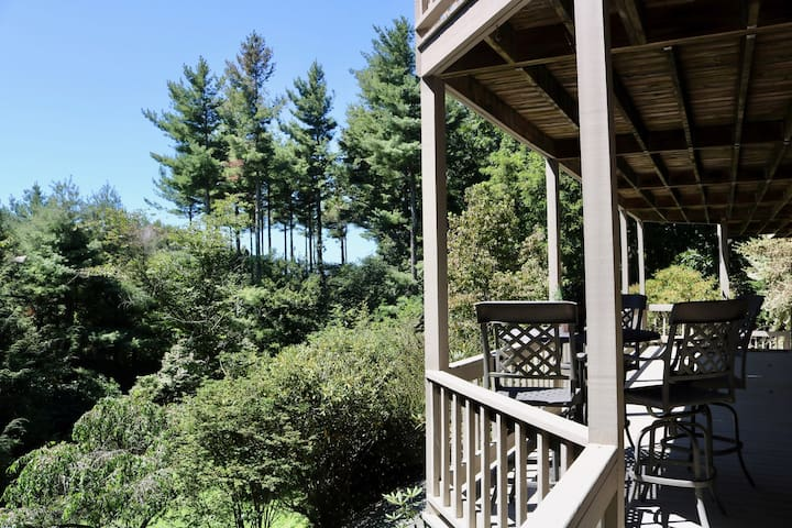Nature Retreat, 5 Minutes to Downtown Boone