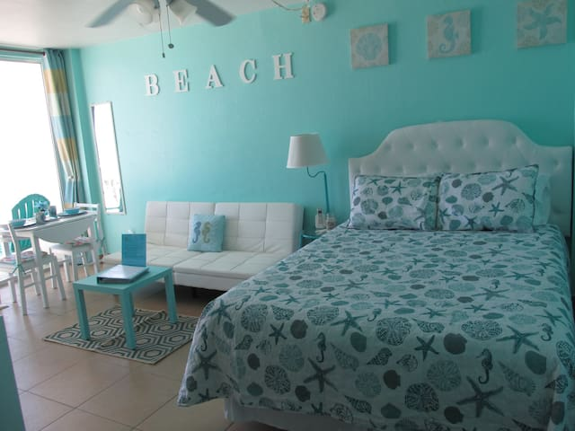 Direct Beach Front Studio-Fall Season Deals