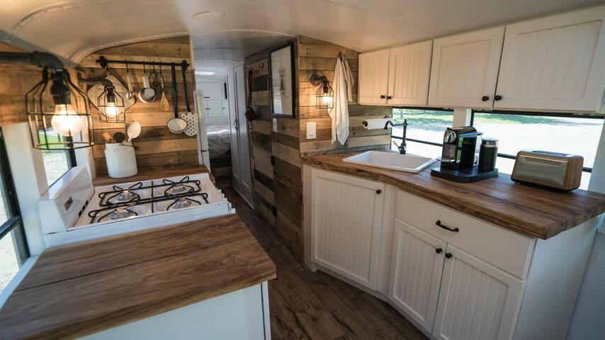 Charming Repurposed Bus on Ranch - Agoura Hills - Wohnwagen/Wohnmobil