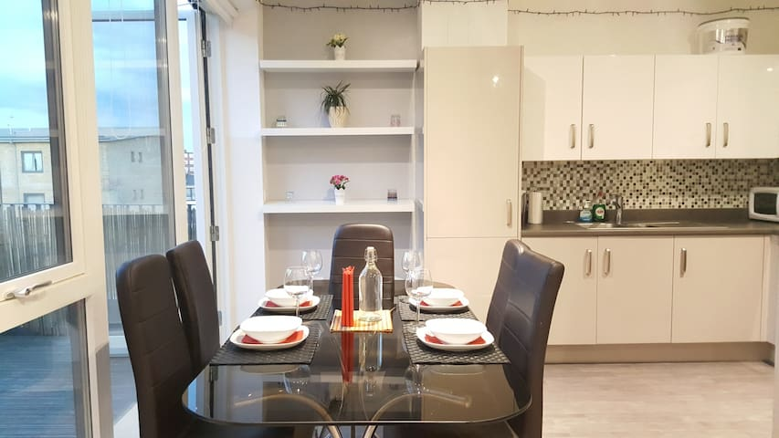 Modern, Spacious 1 Bed Penthouse near Tube - Grande Londres - Apartamento