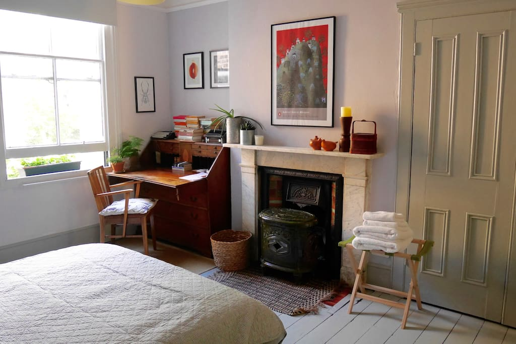 Writers room brixton townhouse houses for rent in for Minimalist house brixton