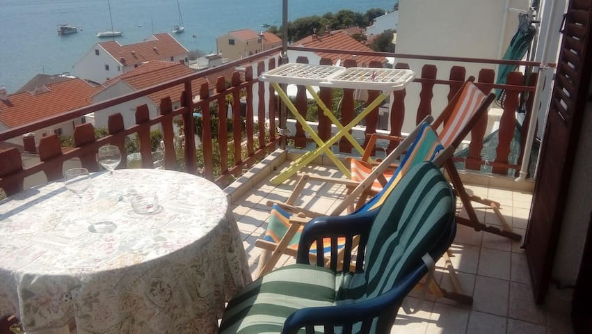 One bedroom apartment with terrace and sea view Tisno, Murter (A-16947-a)