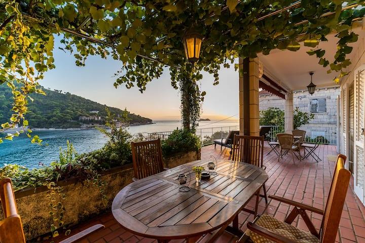 Lapad Seafront /large private terrace above  sea/