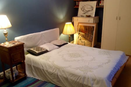 Private double bedroom, garden view - Totnes - Huis
