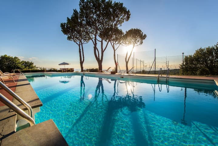 Tuscan panoramic villa with swimmingpool