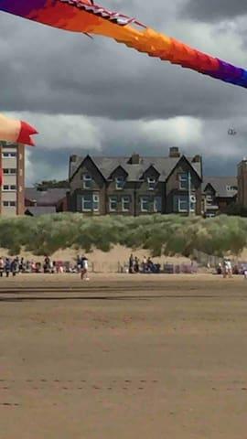 Beach Hideaway - Comfy & Cozy  St Annes Promenade