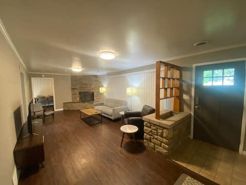 Precious Ranch, newly renovated and spacious yard!