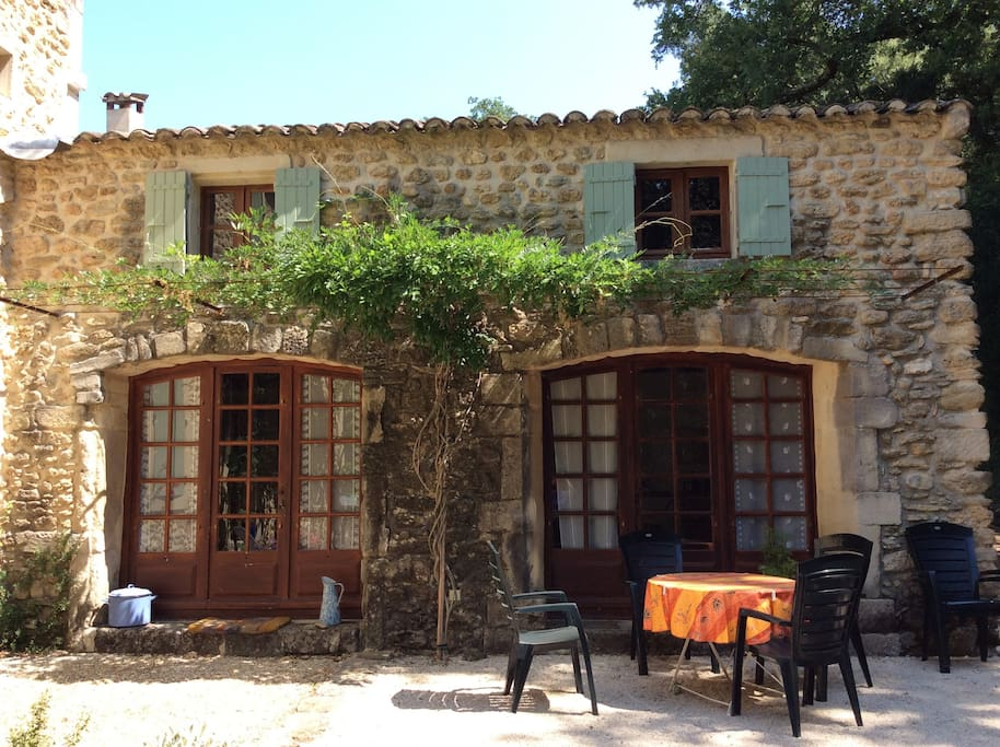Front of the rental house, with outdoor table and pétanque court