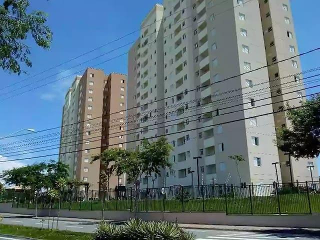 Suíte em Jacareí -Bairro Vila Branca- 3 min Dutra