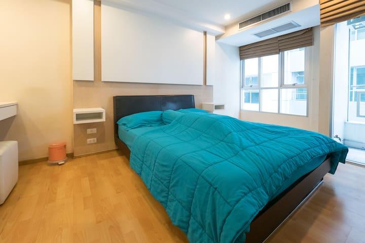 1 BR Param 9 condominium room