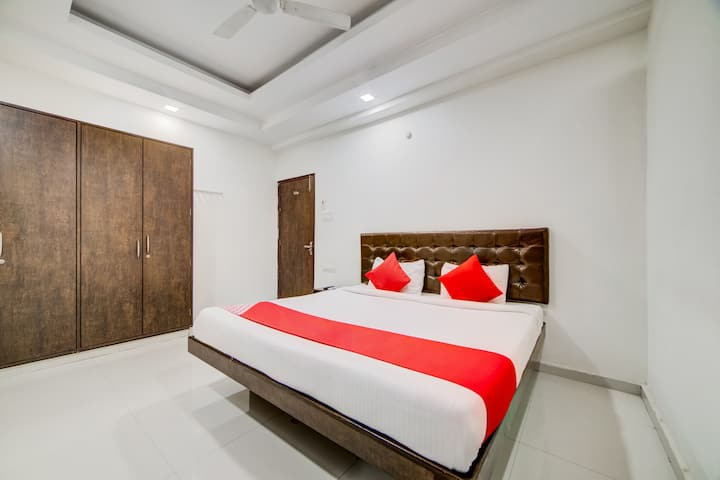 OYO SMART Well-Located Hotel in Hyderabad