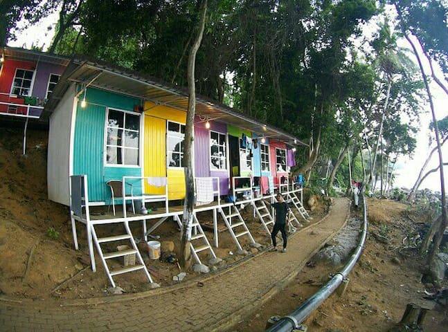 Warna Warni Cabin 2, Perhentian Escape, Coral Bay