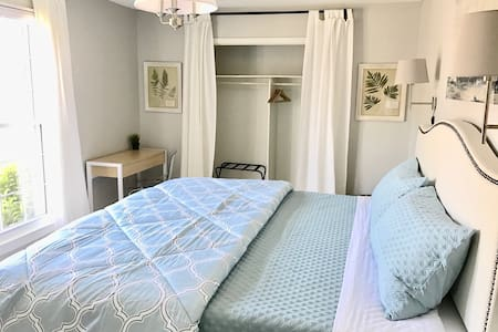 King 1 Bedroom Condo, Close to Downtown, Pool - 查尔斯顿 - 公寓