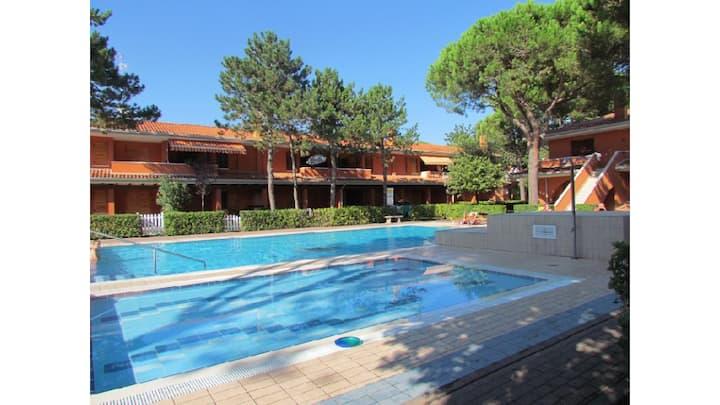 Trilocale con giardino in residence con piscina