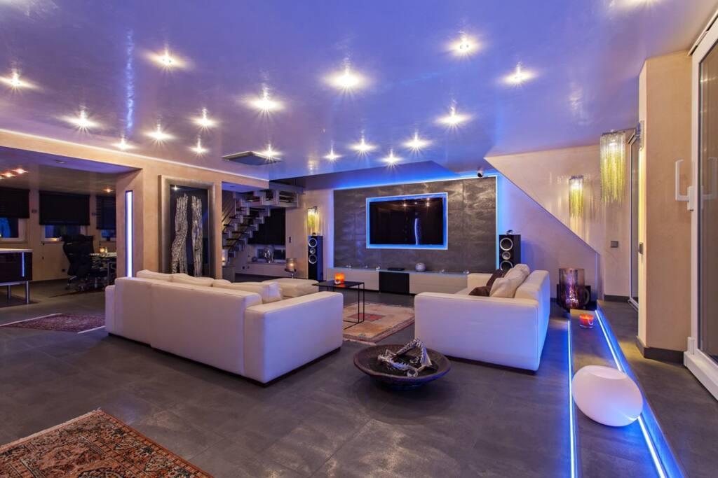Wohnzimmer mit exklusiven Designermöbeln - Living room with exklusive design furniture