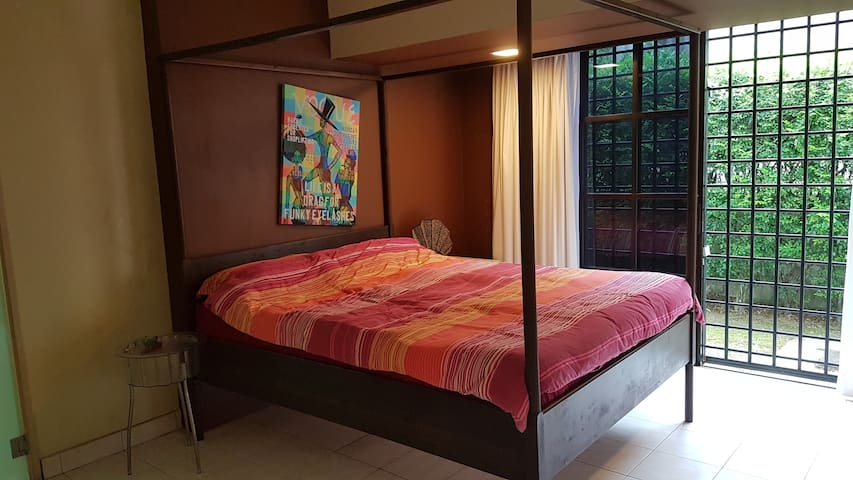 Single Room bungalow in Bangsar