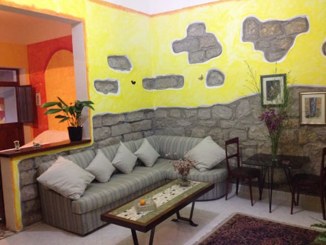 Casa indipendente con ampio giardino. Pet friendly - Santa Maria Coghinas - House